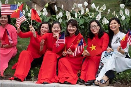 Nhà Trắng ghi lại hình ảnh người Việt hồ hởi chào đón thượng đỉnh Mỹ - Triều 10