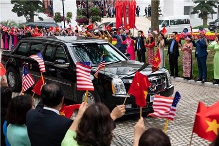 Nhà Trắng ghi lại hình ảnh người Việt hồ hởi chào đón thượng đỉnh Mỹ - Triều 11