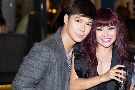 Nathan Lee tươi tắn bên đàn chị Phương Thanh.