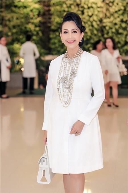 Hồ Ngọc Hà, Hương Giang, Bảo Anh đọ sắc cùng dàn mỹ nhân Việt đình đám tại sự kiện 6