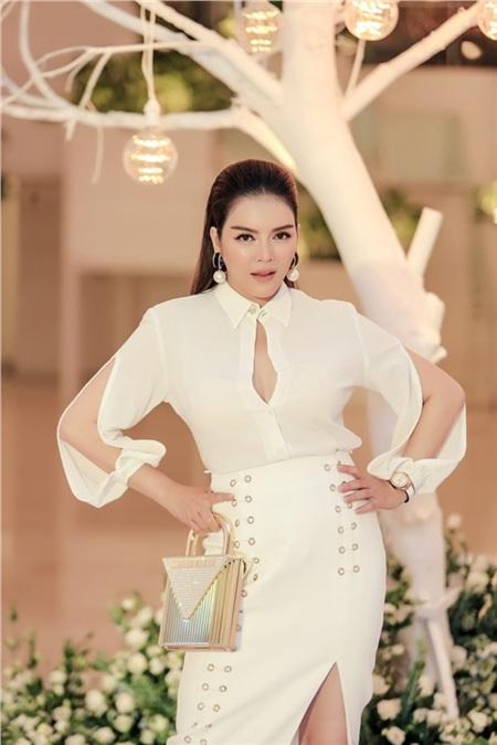 Hồ Ngọc Hà, Hương Giang, Bảo Anh đọ sắc cùng dàn mỹ nhân Việt đình đám tại sự kiện 4