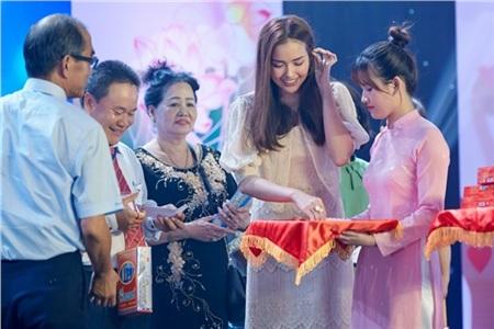 Hoa hậu Ngọc Châu ngồi ghế giám khảo, xúc động trước tài năng của người khuyết tật 7