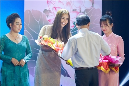 Hoa hậu Ngọc Châu ngồi ghế giám khảo, xúc động trước tài năng của người khuyết tật 8
