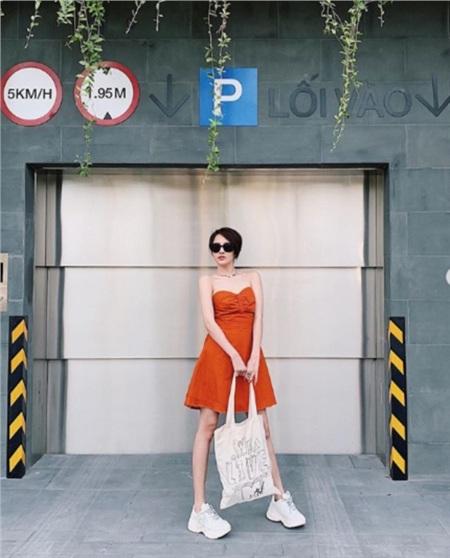 Cắt tóc ngắn cá tính, Bảo Anh diện giày đôi đi du lịch cùng Hồ Quang Hiếu? 0
