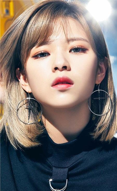 Ngoài khả năng 'act cute', Jungyeon được nhận xét là nữ Idol có tố chất người mẫu.