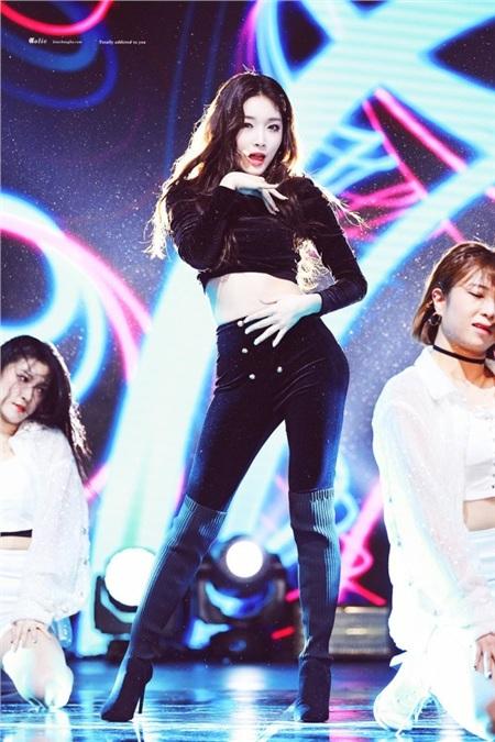 Không hề quá đáng khi gọi Chungha là 'nữ hoàng solo' của thế hệ thứ 3. Điểm nhạc số, số lượng bài hit lẫn độ nhận diện tên tuổi của cô nàng thậm chí có thể cho vài nhóm nhạc đình đám 'khuất phục'.