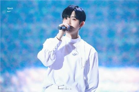 Người bạn cùng nhóm một thời với Kang Daniel - Kim Jaehwan, cũng thuộc tuổi Tý, sinh năm 1996. Có lẽ vì vậy mà hai chàng trai này đều rất giống nhau ở tính cách 'chịu khổ' và luôn theo đuổi niềm đam mê âm nhạc bằng mọi giá.