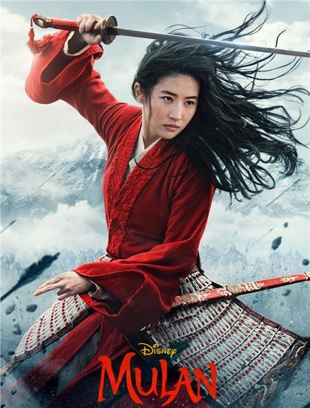 Lưu Diệc Phi trong vai Hoa Mộc Lan là một cô nàng mạnh mẽcải nam trang, thay cha tòng quân. Lưu Diệc Phi trong tạo hình với trang phục màu đỏ toát lên sự mạnh mẽ, khiến người xem nhìn thấy một hình ảnh khác, trái ngược với hình ảnh 'thần tiên tỷ tỷ' vốn đã quen thuộc với cô nàng.