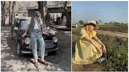 Sơn Tùng diện đồ theo phong cách tối giản với áo phông trắng kết hợp với quần jeans sờn. Đi kèm trang phục là mũ beret và giày tây theo hơi hướm thời trang thập niên 1990.