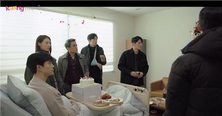 Kim Tae Pyung không thể nhìn thấy cái chết của những người trong đội cảnh sát nữa.