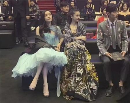 Khoảnh khắc 'hot' trên Weibo, đàn chị Nghê Ni phát cuồng khi gặp mỹ nam 'Trần Tình Lệnh' Tiêu Chiến 5