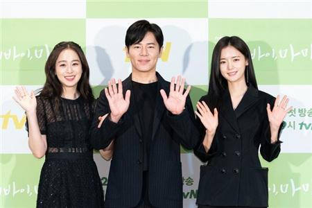 Kim Tae Hee tái xuất trong phim thế sóng 'Crash Landing On You': Nhan sắc ăn đứt 'tiểu tam' kém tuổi 3