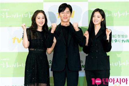 Kim Tae Hee tái xuất trong phim thế sóng 'Crash Landing On You': Nhan sắc ăn đứt 'tiểu tam' kém tuổi 4