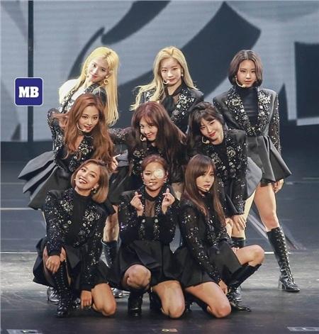 JYP mong nhận được sự thông cảm của fan với việc trì hoãn concert này.
