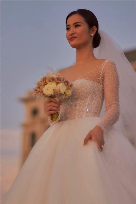 Hậu siêu đám cưới 10 tỷ, dân tình chỉ muốn hỏi: Đông Nhi dùng son gì mà đẹp thế? 5