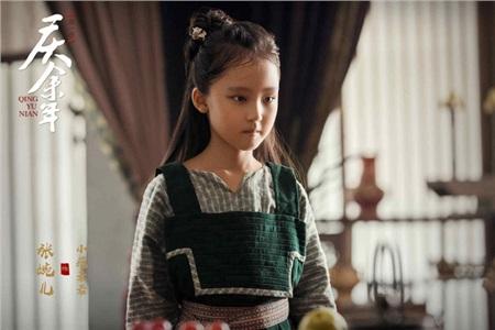 'Khánh dư niên' gây sốt với Douban 8.0: Tiêu Chiến hát nhạc phim ngọt ngào, sao nữ xinh lung linh mê mẩn 4