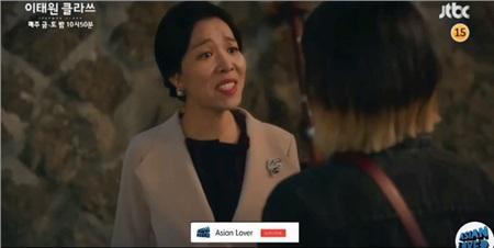 'Itaewon Class': Hóa ra người bị Park Seo Joon tiếp tay cho ăn tát chính là bà thím trùm tám chuyện ở 'Crash Landing On You' 0