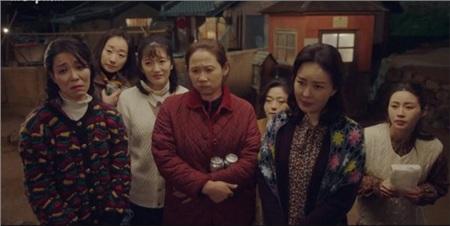 'Itaewon Class': Hóa ra người bị Park Seo Joon tiếp tay cho ăn tát chính là bà thím trùm tám chuyện ở 'Crash Landing On You' 3