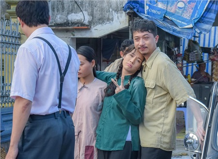 'Tiếng sét trong mưa': Hé lộ loạt ảnh thân mật chưa hề xuất hiện của Lũ và Thị Bình ở 24 năm trước 0