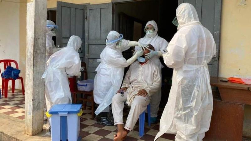 Bị nhiễm Covid-19, hai người rời Thái Lan đến Campuchia để được điều trị miễn phí, cách lách kiểm tra tại sân bay mới đáng bàn