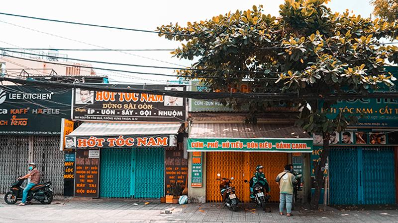 Hàng quán Sài Gòn đồng loạt đóng cửa phòng dịch Covid-19, quán nào mở thì nhất quyết bán hàng 'take away'