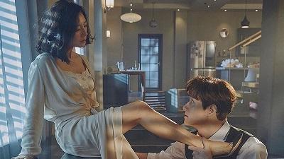 Đỏ mặt với cảnh nóng trong tập 1 'The world of the married', Kim Hee Ae nối bước Jang Nara trừng trị người chồng phản bội và 'tiểu tam'