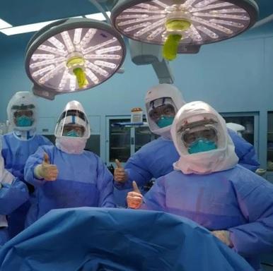 Ca ghép phổi đầy kịch tính cho bệnh nhân Covid-19: Bác sĩ thất kinh khi vừa mở lồng ngực